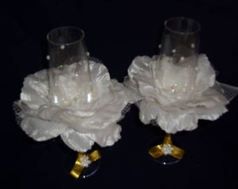 Wedding Champagne Glasses, 2 wedding glasses, exclusive crystal glasses with white rose flower.