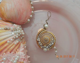 Beautiful Hand Painted Snail Shell Pendant with Pearls