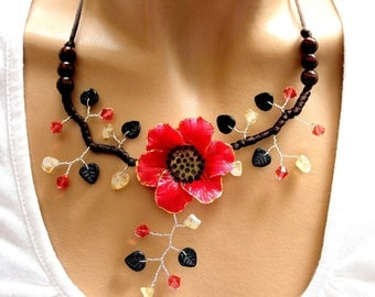 Red cinquefoil Flower necklace and black leaves