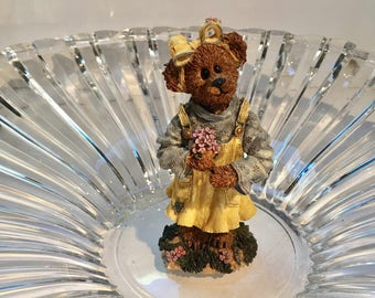 Boyds Bears & Friend / Abby T. Bearymuch..Yours Truly/The Bearstone Collection /Edition /pc # 4E 3183 Style # 227742  / Year 2000