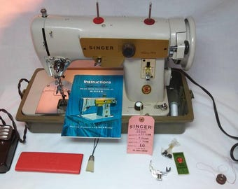 Vintage Heavy Duty Singer Fashion Mate 223 Sewing Machine with portible case and manual
