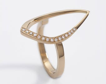 Duille Nua Frosted 18ct yellow gold leaf diamond ring