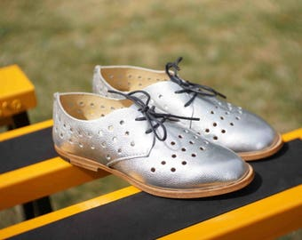 WOMEN'S PERFORATED OXFORD / brogue shoes / artisan / handcrafted / flats / custom shoes / lace ups