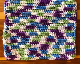 Crocheted placemats in your choice of color(s) and/or gradient yarns. 100% cotton. Slight change in price depending on size needed/colors.