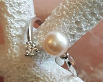 Adjustable sterling silver rhinestone  ring with cream freshwater pearl