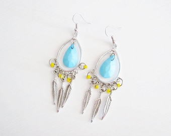 Bohemian earrings with pearls and feathers