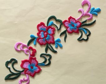 "Applique floral red blue green pink embroidery of ""Calais"" fusible high quality 22 x 9 cm"