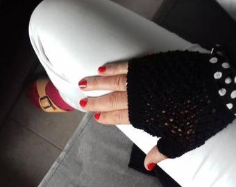 fashion trendy black gloves