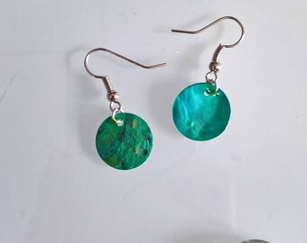 Genuine emerald green mother of Pearl Earring
