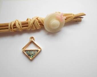 diamond shaped Golden opal green 19 x 16 mm