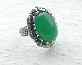 Brilliant green agate silver ring