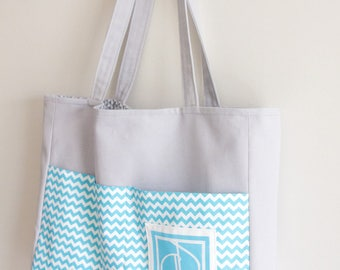 Beach bag lined exterior pockets