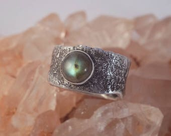 Handmade sterling silver ring with Labradorite
