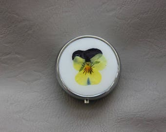 Round resin and dried flower Pansy purple/yellow pill box or small box