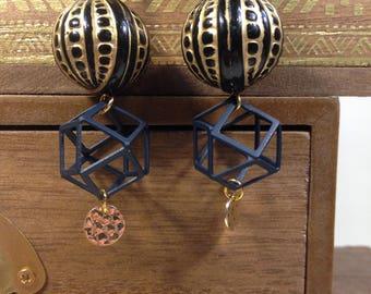 Geometric earrings gold and black