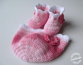 Bonnet et chaussons bébé fille rose nuancé et blanc