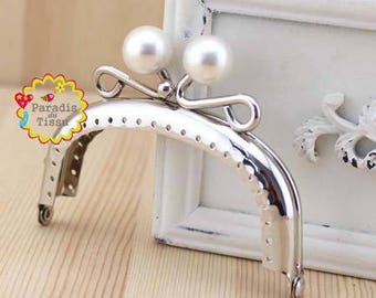 1 x 8.5 cm White Pearl ring with fancy bag clasp has C62