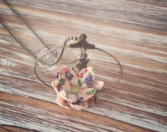 Long necklace with Lily pink origami