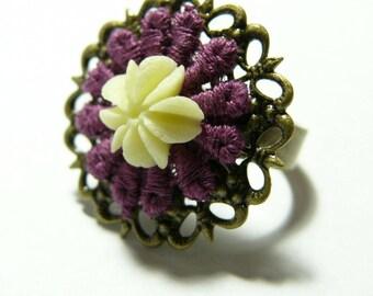Ring bronze retro cream lace flower