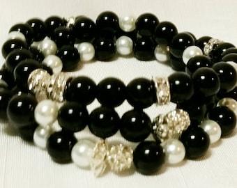 Wrist Bracelets Black and white pearl set
