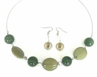 Green and khaki set + silver beads. Crew neck and earrings.