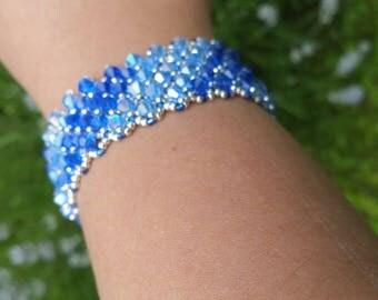 Mesh bracelet with two Swarovski crystal blue