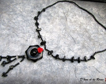 baroque Pearl Necklace and black Medallion stones round and red rose