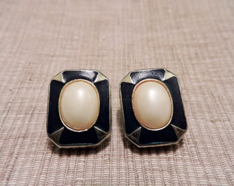 Vintage Gold Tone and Blue/Teal with Pearlized Center Clip on Earrings