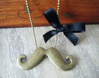 My mustache Necklace: