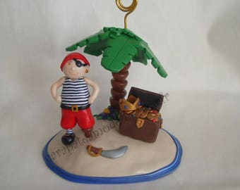 Pirate photo holder and its on an island treasure chest