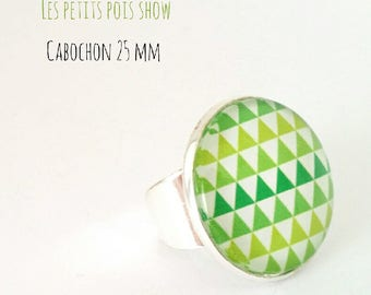 Ring cabochon style geometric green white color