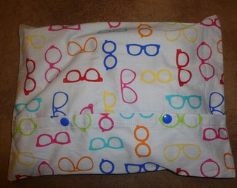 Heating pad removable fabric printed with red and blue dots