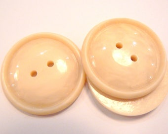 button diameter 31mm vintage cream acrylic 50-70 years