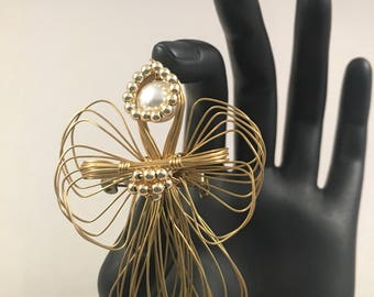 Gold Tone Wire Angel Pin