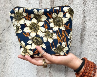 Fabric pouch with zipper WHITE ANEMONE