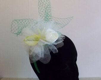Bibi fascinator headdress green/ecru wedding ceremony