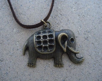 """Necklace """"Elephant"""" color bronze to offer or afford!"""