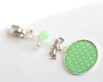 Keychain grigri CABOCHON bow charm and pearls lucites white and green flowers
