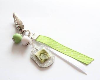 Grigri green cabochon bead Ribbon keychain
