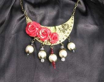 Necklace * roses on the moon *.