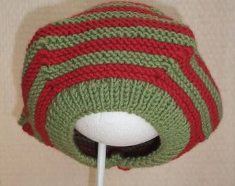 Hat in the form of red and green beret size 40-42 cm