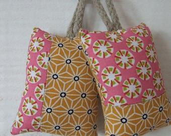 Set of 2 (No. 137) key pink & yellow