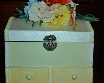 Wooden jewellery box painted with twist-art flowers