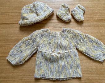 Set top/Bonnet/booties acrylic and wool