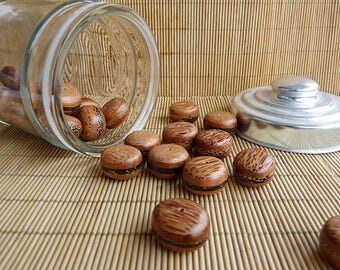 Shaped puck x 12 wooden beads