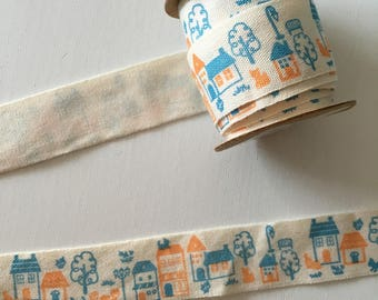 Ribbon with small houses decor