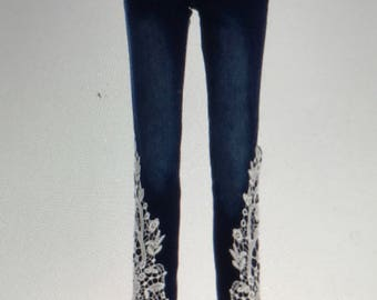 Stylish Mid-Waisted lace Embellished jeans