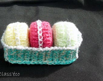 set of 3 ornaments in their basket of presentation
