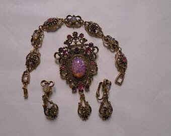 Sarah Coventry 3 piece set - Brooch, earrings, and bracelet