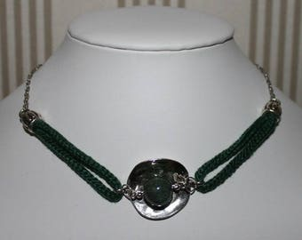 Dark green Choker necklace and silver metal